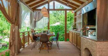 Как оформить террасы и беседки на даче